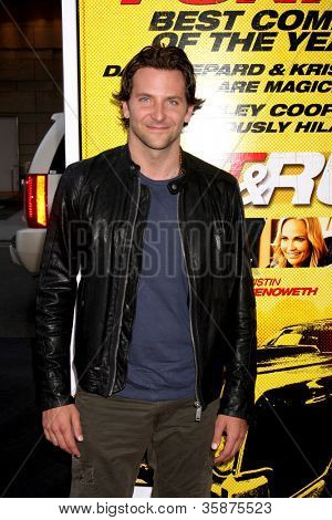 "LOS ANGELES - 14 de ago: Bradley Cooper chega a Los Angeles de ""Hit & Run"" estréia no Cinem Regal"