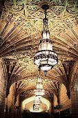 Постер, плакат: Большой светильник в Старый вокзал Фотографии сделаны с творческой освещения чтобы сделать его