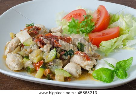 Garnished Chicken With Dried Tomatoes and Vegetables