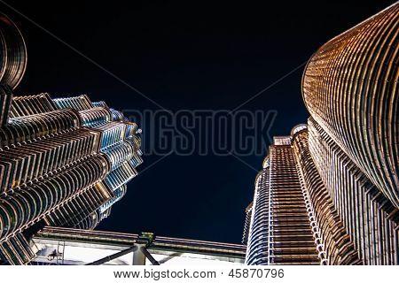 KUALA LUMPUR - OCTOBER 12: Beautiful night lighting of Petronas Twin Towers (PTT) October 12, 2006 in Kuala Lumpur. The skyscraper height is 451.9m