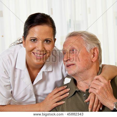 a nurse in elderly care for seniors in nursing homes