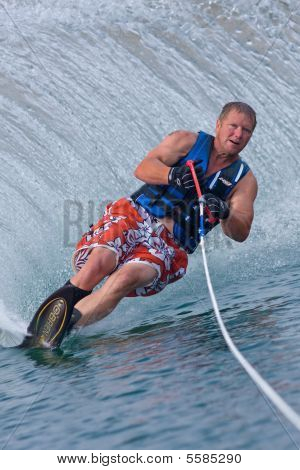 Waterskiier