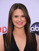 LOS ANGELES - MAY 16:  Katie Lowes arrives to the