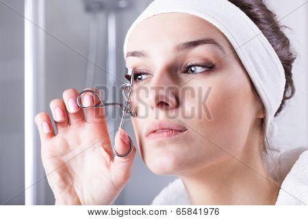 Woman Curving Eyelashes