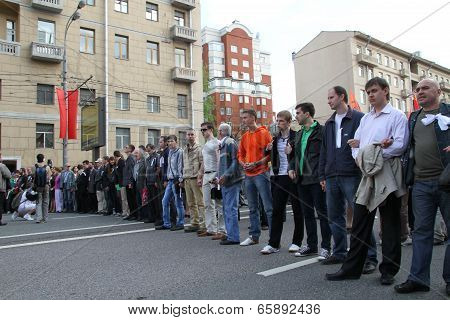 Russian protesters lined up