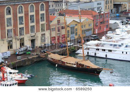 Port of Genoa. Iyalia.
