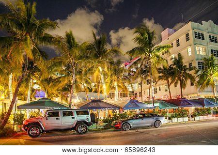 People Enjoy Nightlive At Ocean Drive In South Beach