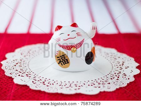 Maneki-neko (lucky cat)
