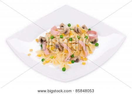 Pasta farfalle with ham and mushrooms.