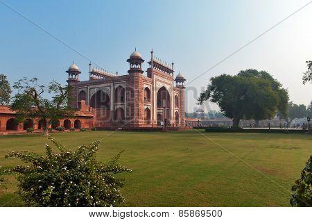 Main Gate To Taj Mahal In The Morning