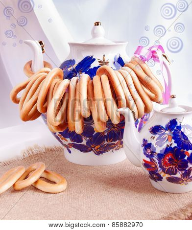 Bright Teapots With Bagels