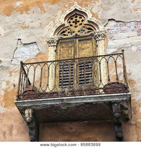 Italian Classic Neglected Balcony
