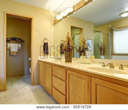 Nice Bathroom With Seperate Toilet Room.