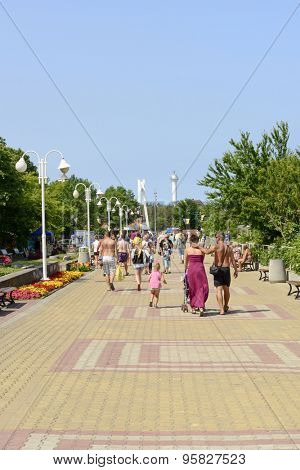 USTKA - JULY 07: Promenade along the beach with the walking vacationing people on 7 July 2015 in Ustka, Poland.