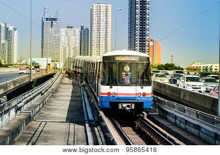 A BTS Sky train at a saphan taksin station