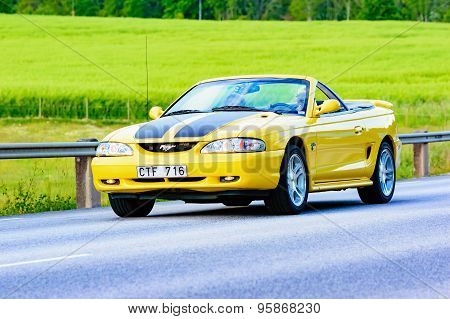 Ford Mustang Gt 1998 Yellow