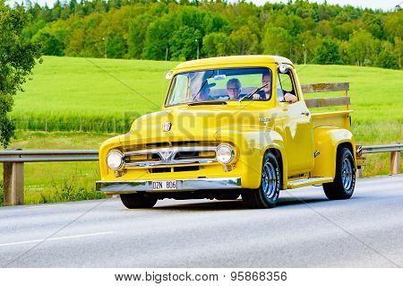 Ford F100 Yellow 1953