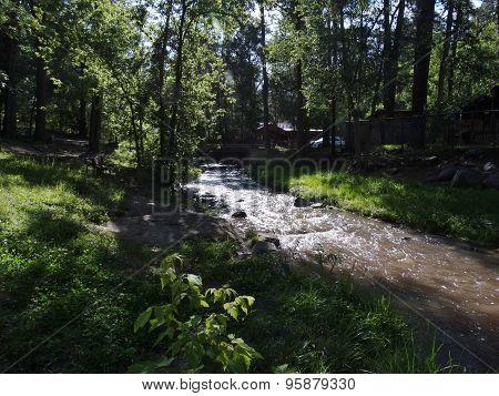 River runs through.
