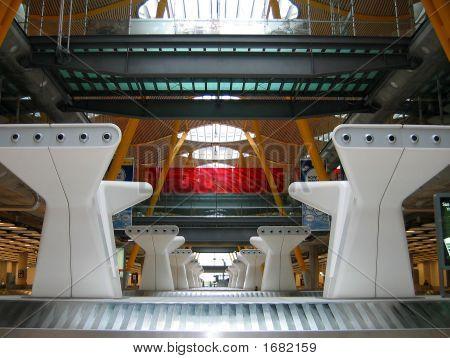 Madrid Barajas Airport terminal 4 6