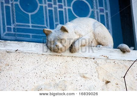 Sculpture of a white cat