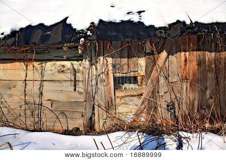 ventana en la vieja casa de madera