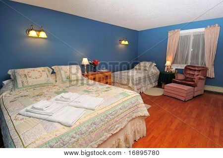 Huge Suite Bedroom