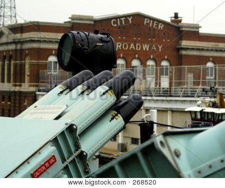 Waffen und Pier