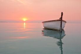 image of sloop  - Boat on the lake - JPG