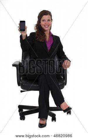 Empresária, sentado em uma cadeira giratória