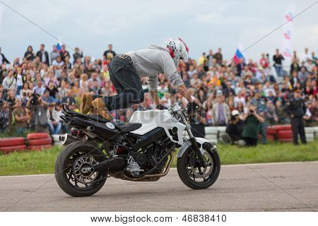 MOSCOW - AUG 25: Biker climbed feet on a motorcycle on Festival of art and film stunt Prometheus in Tushino on August 25, 2012 in Moscow, Russia. The festival was organized in 1998.