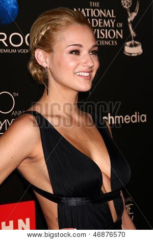LOS ANGELES - JUN 16:  Hunter King arrives at the 40th Daytime Emmy Awards at the Skirball Cultural Center on June 16, 2013 in Los Angeles, CA