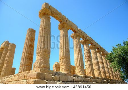 Colonnade of Hera (Juno) temple in Agrigento. Sicily, Italy