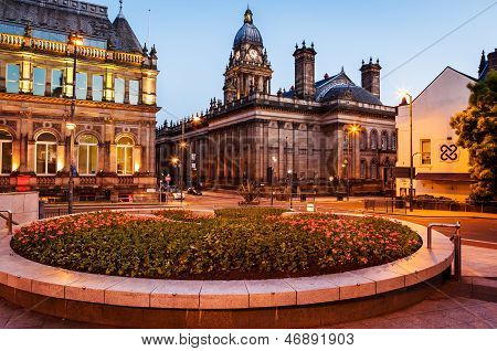 leeds townhall from millenium square