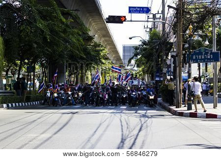 Motorbike Anti-thaksinomics And Yingluck Government