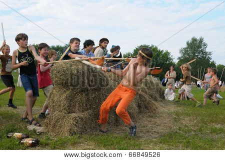 Kids fights by wooden weapon