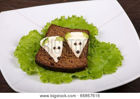 Fun Food For Kids - Mouse With Cheese On The Bread