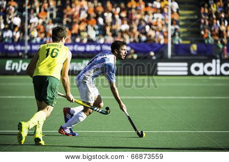 THE HAGUE, NETHERLANDS - JUNE 13: Argentinian player Brunet passes Australian player Gohdes during the semi-finals of the world championships hockey 2014. AUS wins 5-1