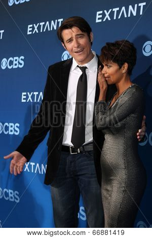 LOS ANGELES - JUN 16:  Goran Visnjic, Halle Berry at the