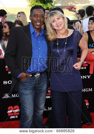 LOS ANGELES - JUN 09:  Ernie Hudson & Linda Hudson arrives to the
