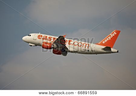 BUDAPEST, HUNGARY - MAY 5: EasyJet A319 taking off Budapest Liszt Ferenc Airport, May 5th 2014. Easyjet is the second largest low-cost airline of Europe.