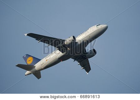 BUDAPEST, HUNGARY - MAY 5: Lufthansa A319 taking off at Budapest Liszt Ferenc Airport, May 5th 2014. Lufthansa is the largest airline of Europe.