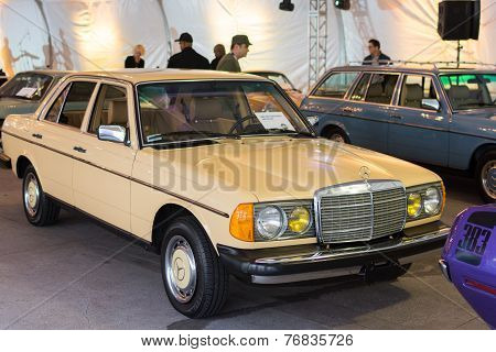 Mercedes-benz 240 Diesel On Dislplay