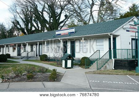 NASHVILLE, TN-NOV 6, 2014: The Loveless Harpeth Room next to The Loveless Motel and Cafe is in Nashville, Tennessee. Known for southern style cooking and its biscuits, country ham and red-eye gravy.