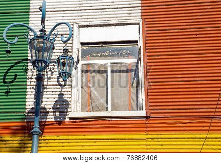Detail of a window in la Boca