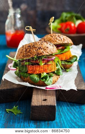 Veggie carrot burger with avocado