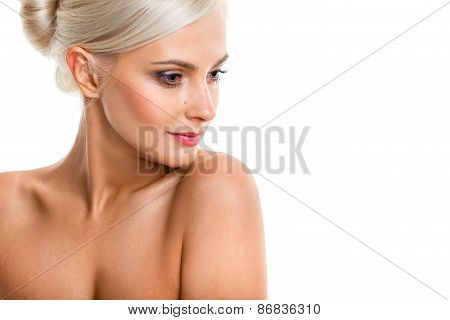 Head and shoulders of a gorgeous nude woman