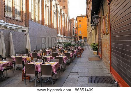 Tables Of Restaurant Zerocinquantuno On Via De'pignattari In Bologna. Italy