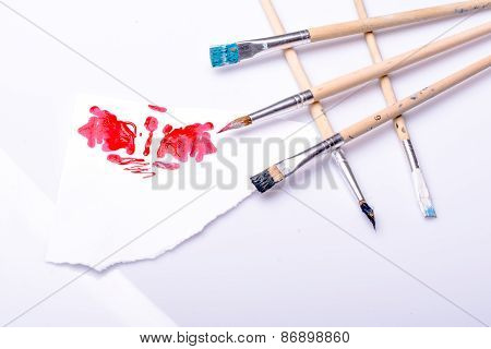 Red spot and ordered paintbrushes