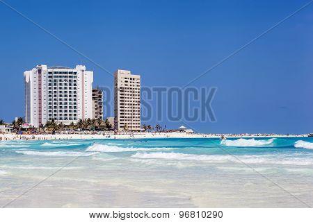 Zone Hotelera, Luxury Hotel Krystal Cancun