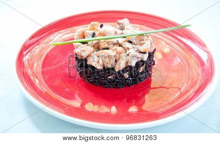 Black rice with salmon cream and parsley